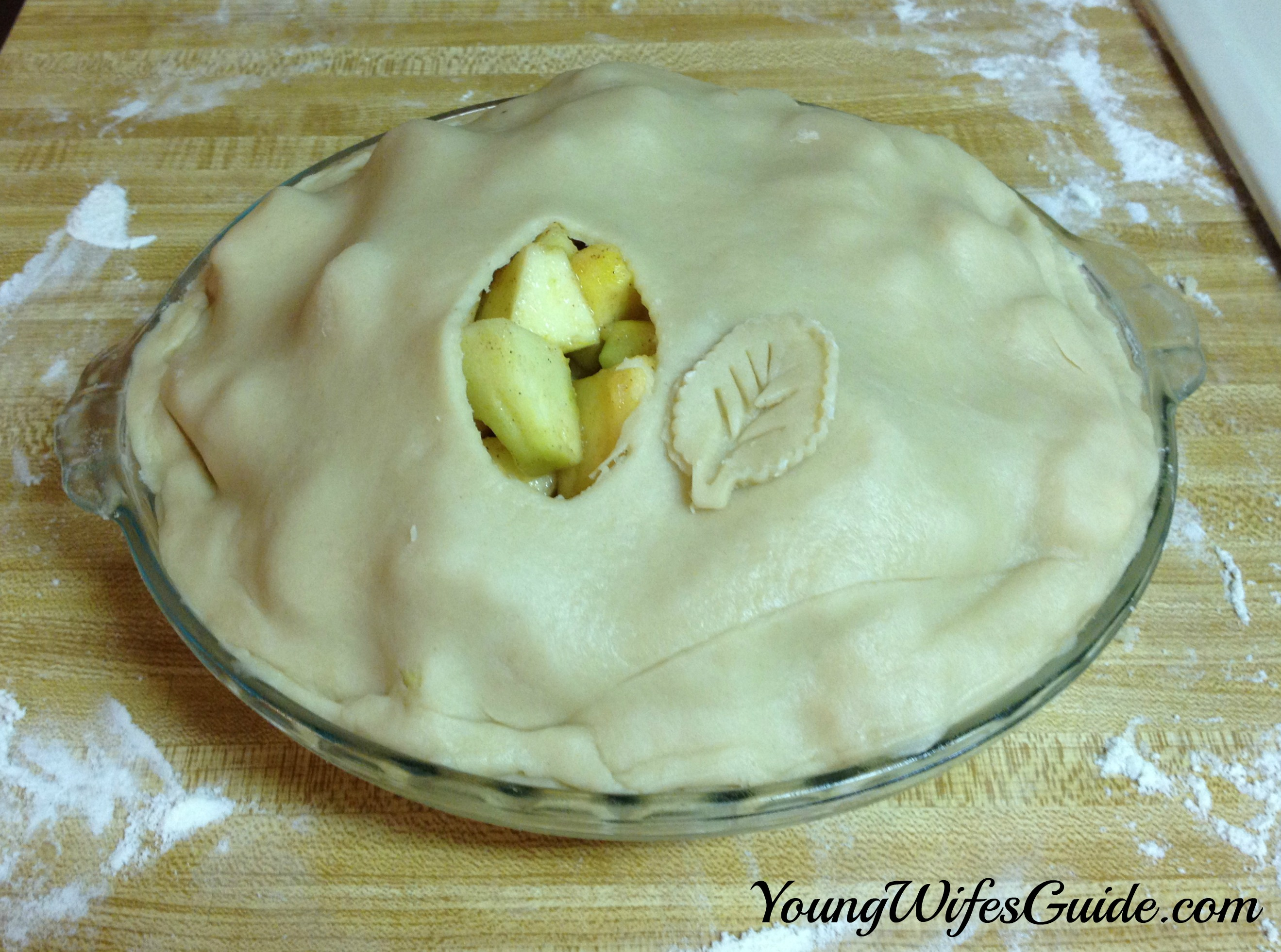 Perfect Apple Pie Recipe {Autumn Favorites} - Young Wife's Guide